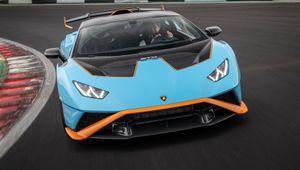 Lamborghini: domani l'auto volante, oggi l'auto da pista che va su strada