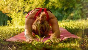 Influencer dello yoga: così la meditazione diventa un prodotto da vendere bene