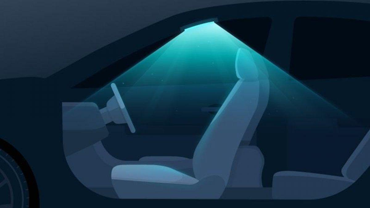 Luce per disinfettare gli interni delle auto