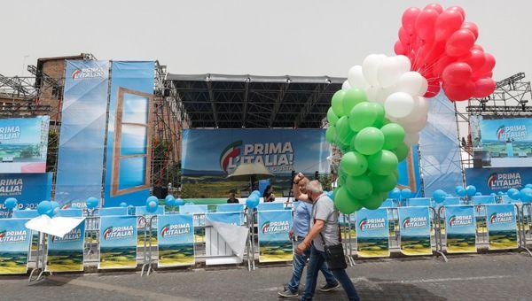 Centrodestra, palco azzurro e palloncini tricolore: la Lega in piazza a Roma. Il comizio di Salvini tra riaperture, amministrative e giustizia