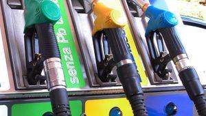 Carburanti, la corsa ai rincari nel mirino dei consumatori