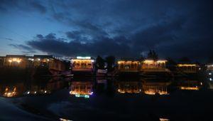 Covid e burocrazia, così muoiono le case galleggianti del Kashmir