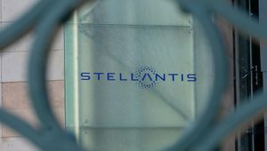 Mancano i chip, si ferma la Sevel: cassa integrazione nello stabilimento dei furgoni di Stellantis