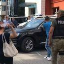 Radnici gađali Čovića bocama, jedna osoba povređena