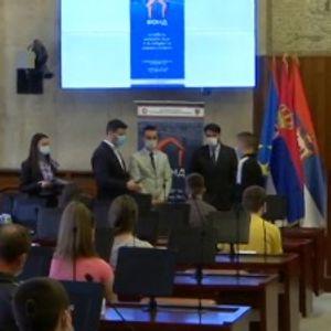 Najboljim srednjoškolcima u Vojvodini po 40.000 dinara