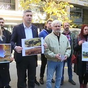 "Protest Dveri ispred RTS-a zbog reklame za ""Rio Tinto"""