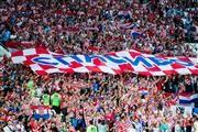 クロアチアのサポーター、ロシア語で「ありがとう」の横断幕/W杯の代表サムネイル