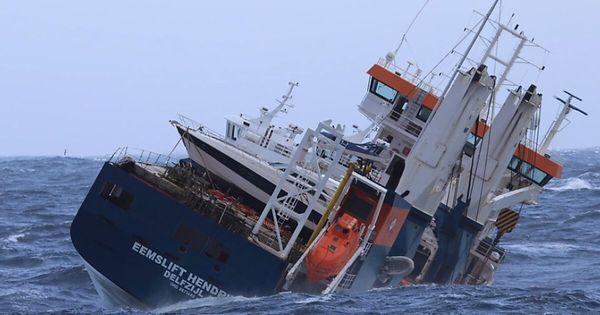 Antriebsloser Frachter vor Norwegen gesichert