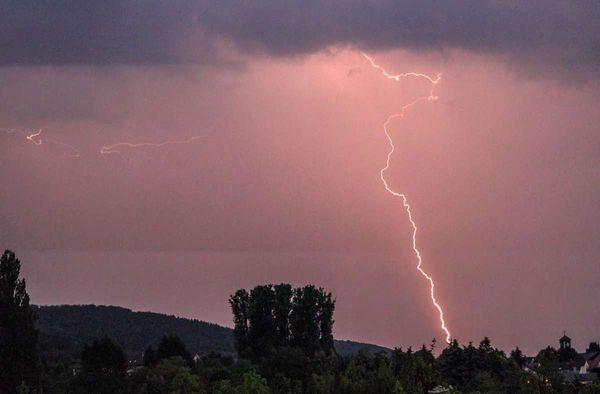 Wetter in Baden-Württemberg: Frühlingsgefühle adé  – Südwesten drohen Blitz und Donner