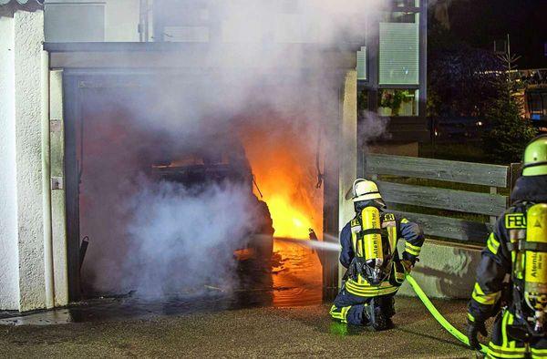 Brand in Stuttgart-Vaihingen: Wenn das E-Fahrzeug in der Garage Feuer fängt