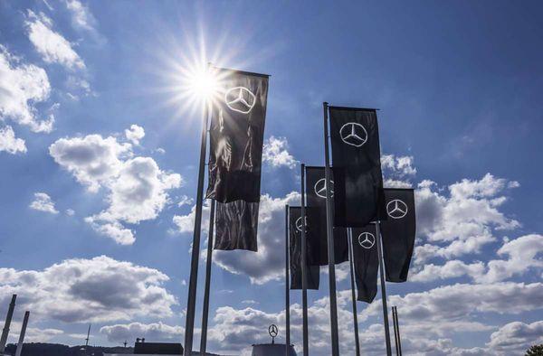 Lieferkrise bei Mikrochips: Daimler lagert Pick-ups an Messe zwischen