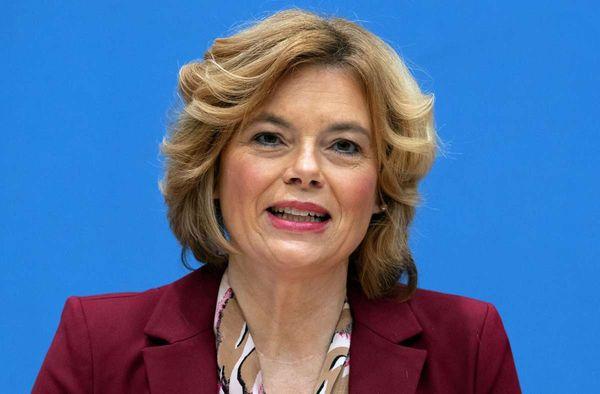 Minister beraten über Agrarpolitik: Klöckner weist Kritik zurück