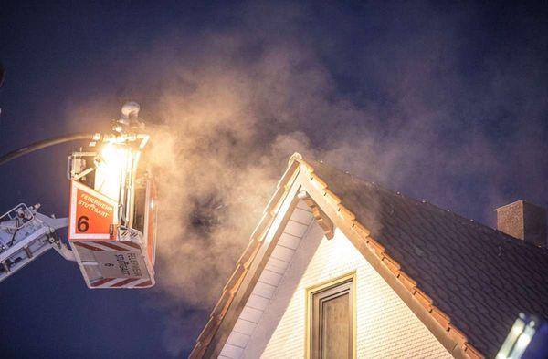 Feuer in Stuttgart: Brand in Möhringer Zweifamilienhaus