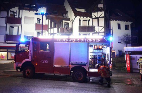 Brand in Ditzingen: Feuer in Wohnung einer älteren Frau – zwei Verletzte