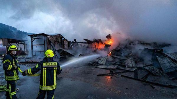 Brand in Forstbetrieb: Zusammenhang mit weiterem Feuer?