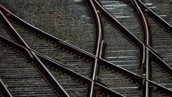Nach Stoß vor Güterzug beginnt Prozess um versuchten Mord