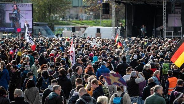 Bürgermeister nach Demo ohne Masken: Keine Verbots-Grundlage