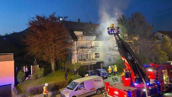 Feuer in Pfullingen: Brand mit Explosion in Mehrfamilienhaus