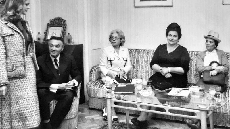 Rotschild Klára mellett feketében Jovanka Broz Tito, mellette pedig Kádár Jánosné (Fotó: Makrai Sonja családi archívuma)