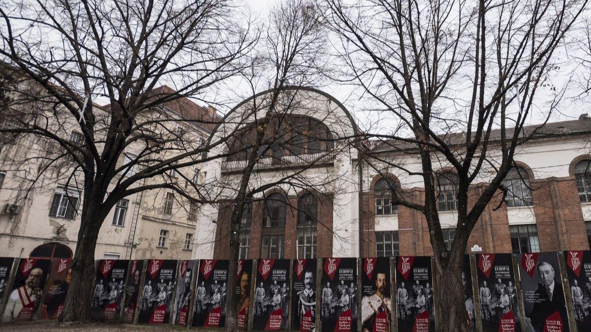 Felújítják a Merlin Színház épületét!