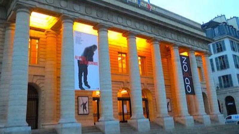 A francia kormány kétmilliárd eurós rendkívüli támogatást nyújt a kulturális szektornak