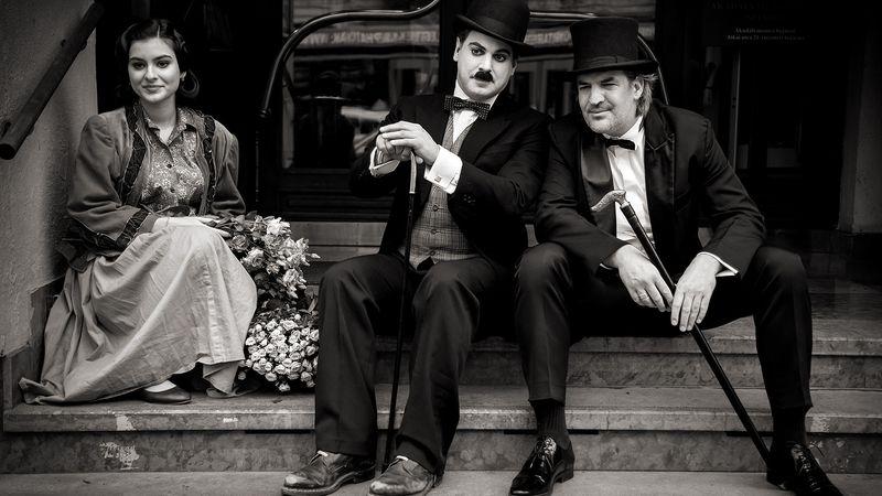 Parfümbe burkolt némafilm: Chaplin a Teréz körúton