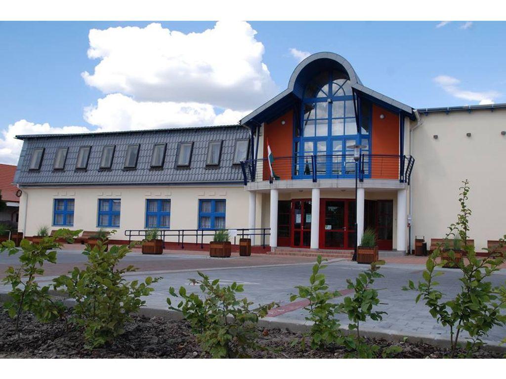 Művelődési Központ és Könyvtár - Tököl