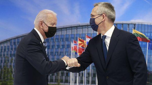 NATO-Gipfel in Brüssel Ein Bekenntnis zum Auftakt Die Beziehungen zu China und Russland, der Abzug aus Afghanistan und eine neue strategische Ausrichtung: viel Stoff für den eintägigen NATO-Gipfel. US-Präsident Biden versicherte zum Auftakt, die USA stünden fest zum Bündnis.