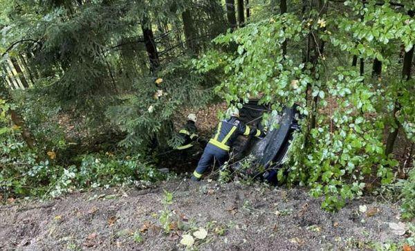 Bergung von Unfallwrack: FF Münzbach bei Aufräumarbeiten im Einsatz