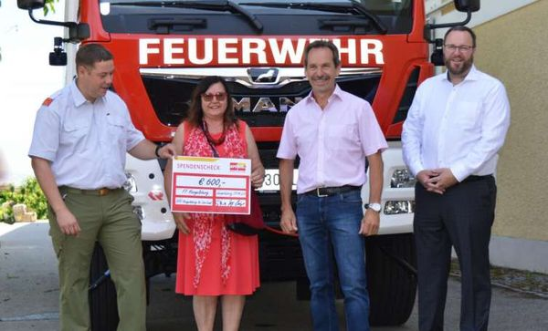 Besuch und Sponsoring für Hargelsberger Feuerwehr