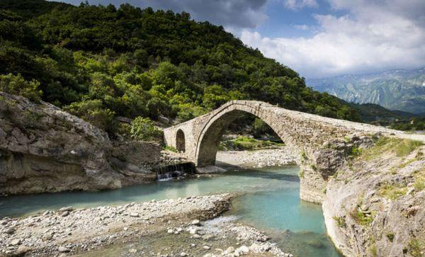 Sepp Friedhuber berichtet in Asten über seine Reise durch Albanien