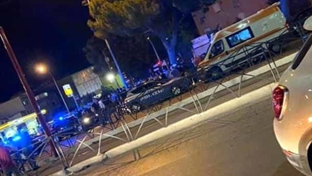 Travolto auto mentre attraversa strada morto ragazzo 17 anni