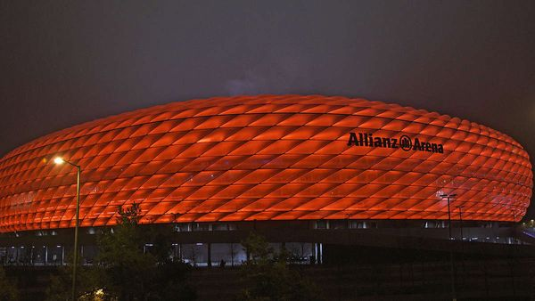 """FC Bayern: Allianz Arena mit besonderer Beleuchtung! Darum ziert eine """"121"""" das FCB-Stadion"""