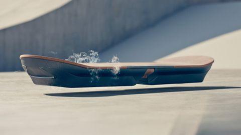 未來的運動科技:懸浮滑板;Ross McGouran親身試玩!