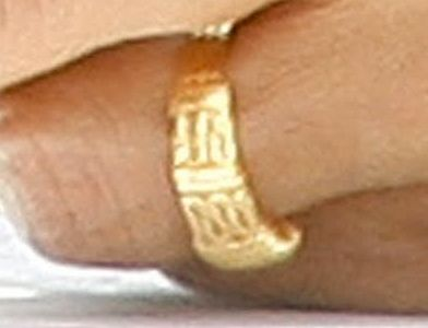 [Image: OBAMA-RING-closeup-1.jpg]