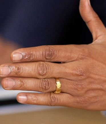 [Image: OBAMA-RING-wh-photo-IN-EXEC-MEETING-hand-closeup.jpg]