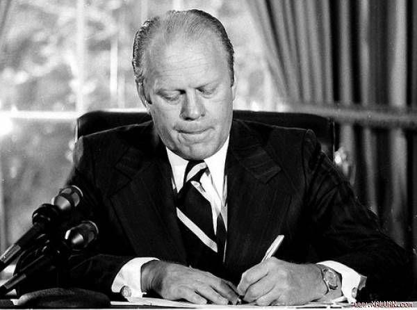 Tổng thống thứ 38 trong lịch sử Mỹ Gerald Ford có chỉ số IQ là 127,08. Tổng thống Mỹ này đã tốt nghiệp ĐH Michigan và là ngôi sao bóng đá khi theo học tại ngôi trường này. Sau này, Tổng thống Ford t