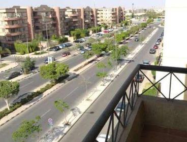 شقة للايجار قانون جديد في مدينة الرحاب بجوار النادي مباشرة