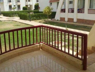 شاليه ارضي بحديقه غرفتين بقرية بانوراما