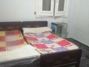 سرير فى غرفة ثنائيه للايجار طالبات او موظفين