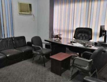 مكتب بالهرم الرئيسي مفروش ومكيف 140متر