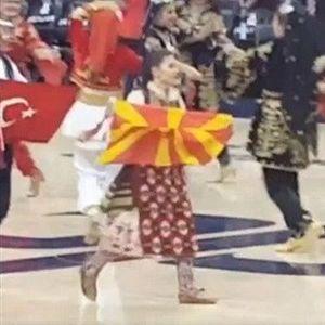 ВИДЕО: Македонско знаме и оро на НБА натпревар!