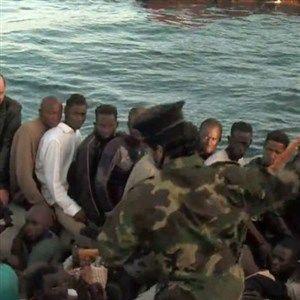 (ВИДЕО) Камерите снимиле како ги тепаат мигрантите! Oткриено кој стои зад шверцот на мигранти во Либија, а сите ги плаќа ЕУ