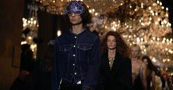 LV2022春夏大秀10大亮點太精彩!羅浮宮大辦化妝舞會,時髦包款到「面具墨鏡」全都超吸睛