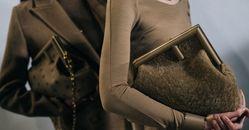 買包掌握5大趨勢不失手!鮮豔色、復古風...搶先看,挑對單品讓妳時髦到2022年!