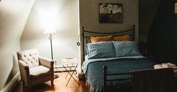 失眠和臥室品質息息相關!5關鍵要注意,睡覺期間避免開小夜燈、「薰衣草」氣味助好眠!