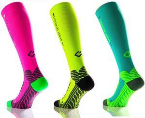 sport kompressionsstrumpf under pressure runattack kompression 18 21mmhg neon pink gr 35 38 wadenumfang 28 38cm