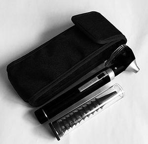 Barato Medi786 otoscopio Mini bolsillo para profesionales, fibra óptica, luz LED brillante, Ce, color negro con el envío libre
