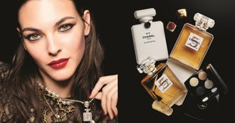 香奈兒N°5香水變身聖誕彩妝!唇膏、眼影盤藏百年密碼,典藏四色眼影同步限量登場