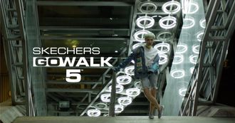 SKECHERS GOWALK 5解放雙腳,讓坐不住的年輕人用四種時尚穿搭,帶領你來場城市的冒險吧!